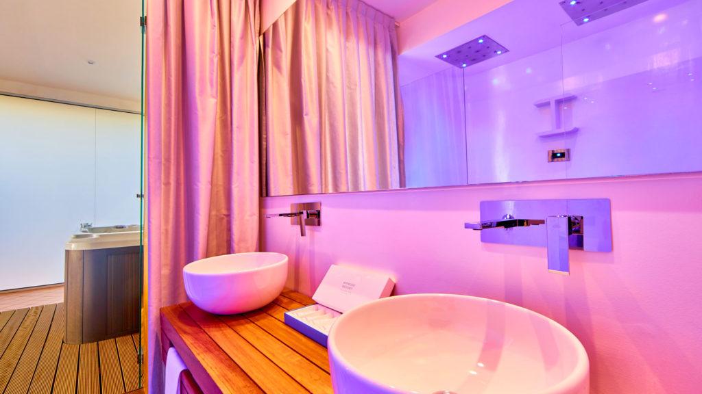 superior-suite-outdoor-jacuzzi-8